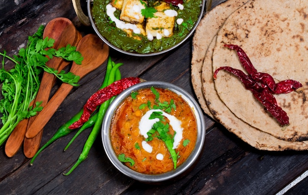 Würziges dal-braten dhal / daal curry populäres traditionelles indisches nord- / südlebensmittel Premium Fotos