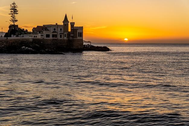 Wulff castle bei sonnenuntergang. vina del mar, chile Premium Fotos