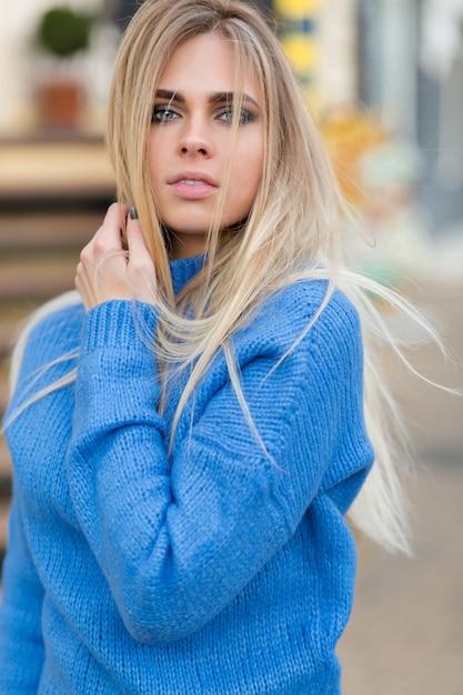 Blonde schminken augen blaue haare Blaue Augen