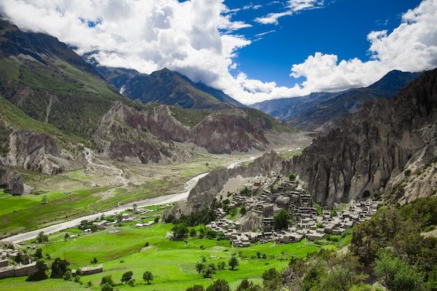 Wunderschöne berglandschaft. natur hintergrund Premium Fotos