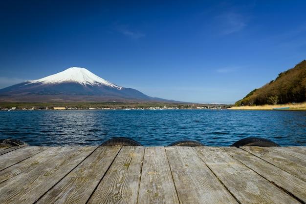 Yamanaka-see mit berg fuji-ansicht, japan. Premium Fotos