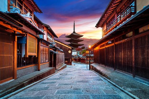 Yasaka pagode und sannen zaka straße in kyoto, japan. Kostenlose Fotos