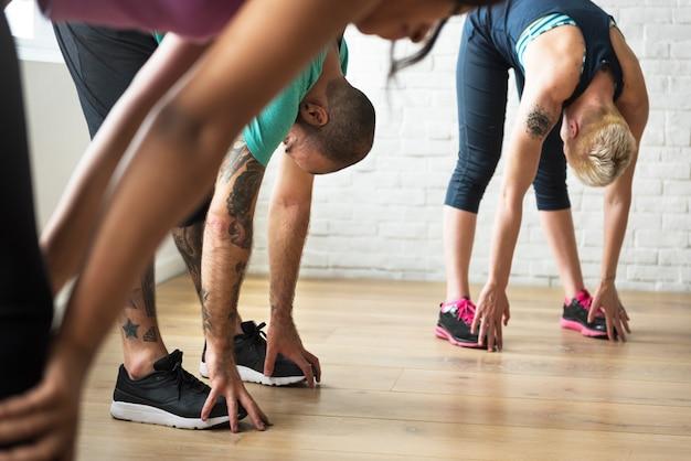Yoga-übungs-übungs-klassen-konzept Premium Fotos
