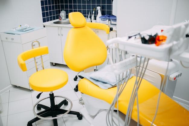 Zahnärztliche instrumente und geräte in der zahnarztpraxis Premium Fotos