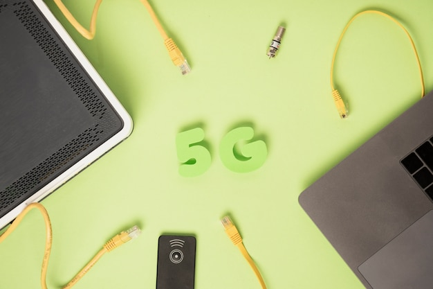 Zeichen der draufsicht 5g mit ethernet-kabeln Kostenlose Fotos