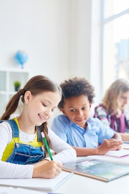 Zeichnen in der schule Kostenlose Fotos