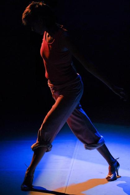 Zeitgenössische tanzperformance Kostenlose Fotos