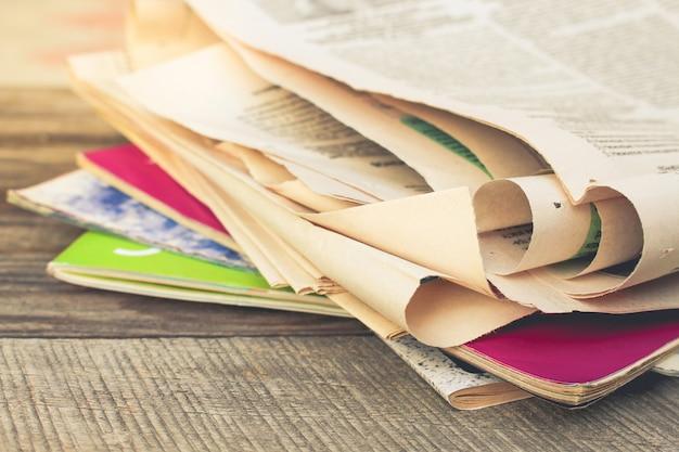 Zeitungen und magazine Premium Fotos