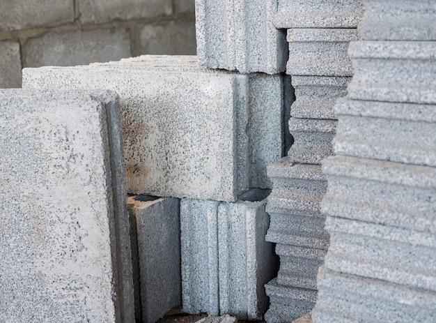 Zementblockstapel. Premium Fotos