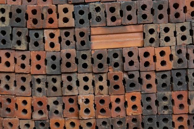 Ziegelpfähle in der fabrik platziert. Kostenlose Fotos