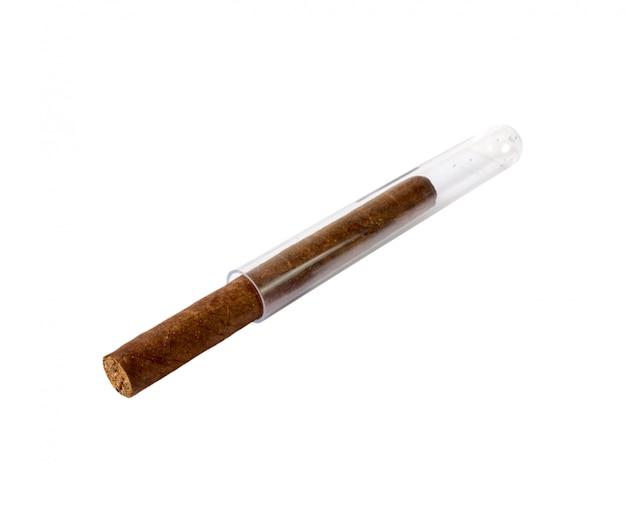 Zigarre getrennt auf einem weißen hintergrund Premium Fotos