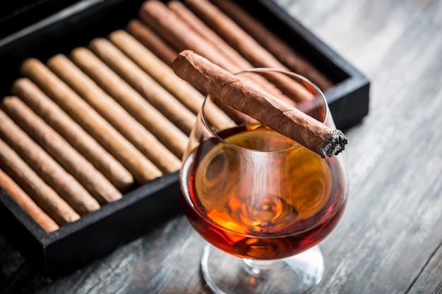 Zigarre und cognac Premium Fotos