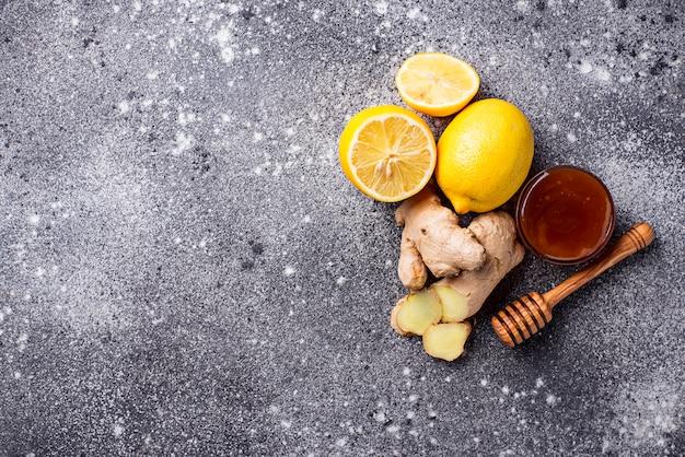 Zitrone, ingwer und honig. natürliche heilmittel gegen husten und grippe. Premium Fotos