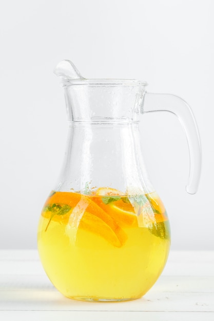 Zitronenlimonade, sommergetränk. Premium Fotos