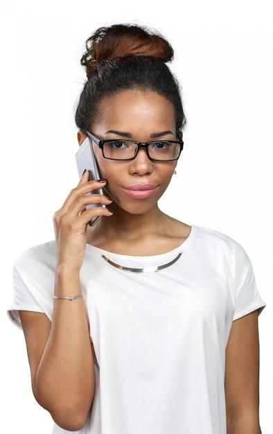 Zufällige geschäftsfrau, die telefon verwendet Premium Fotos