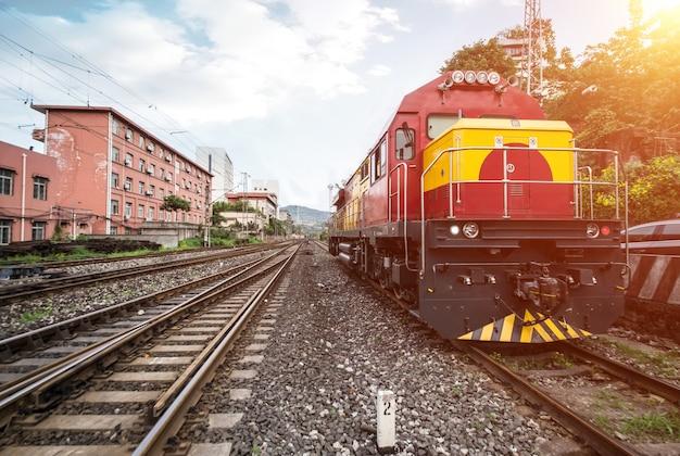 Zug hielt auf der bahn Kostenlose Fotos