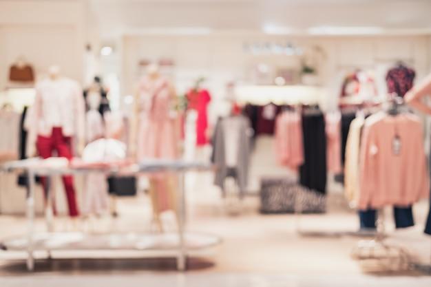 Zusammenfassung unscharfer hintergrund des innenbekleidungsgeschäfts am einkaufszentrum Premium Fotos