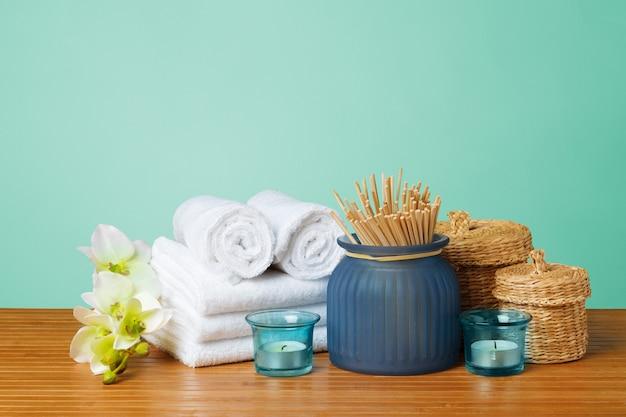 Zusammensetzung der badekur auf holztisch Premium Fotos