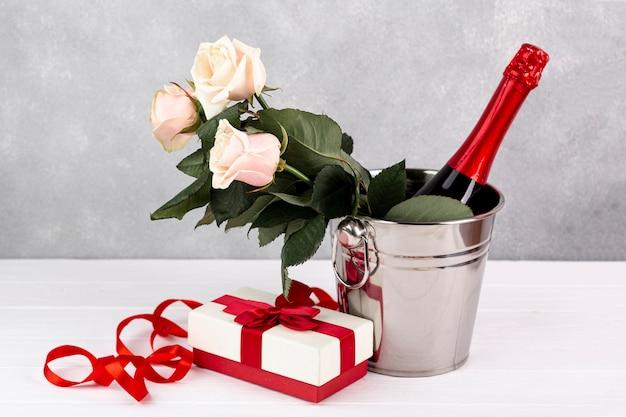 Zusammensetzung für valentinstagabendessen auf tabelle Kostenlose Fotos
