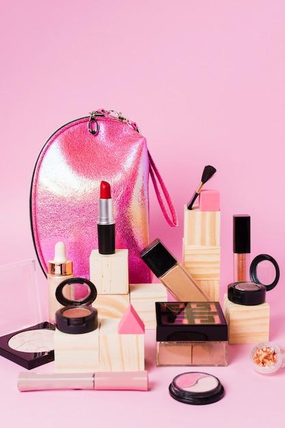 Zusammensetzung von make-up-kosmetik und beauty-case Kostenlose Fotos