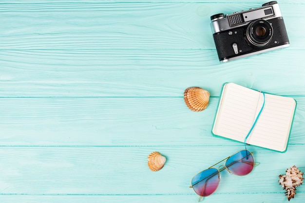 Zusammensetzung von verschiedenen touristischen accessoires Kostenlose Fotos
