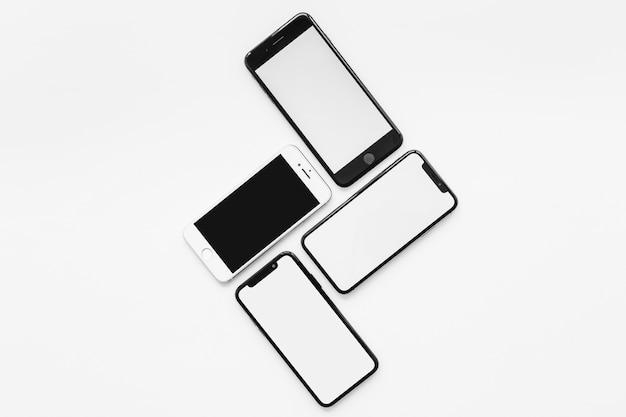 Zusammensetzung von vier smartphones Kostenlose Fotos