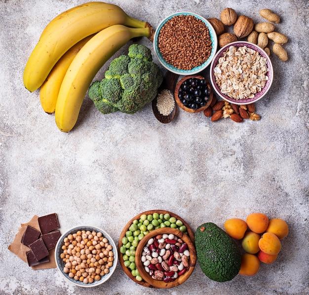 Zusammenstellung der nahrung, die magnesium enthält Premium Fotos