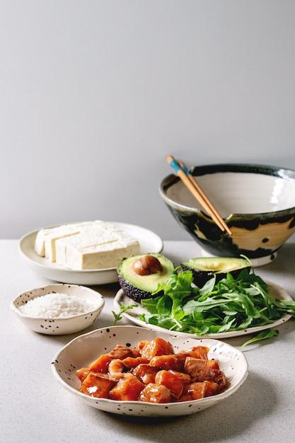 Zutaten für die poke bowl Premium Fotos