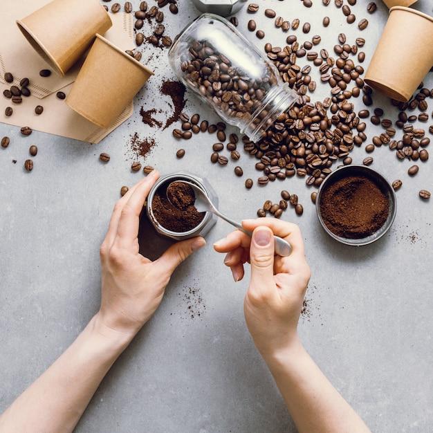 Zutaten für die zubereitung von kaffee flach legen Premium Fotos