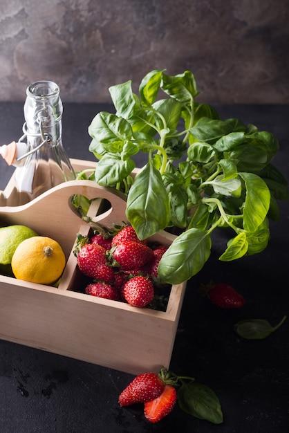 Zutaten für hausgemachte erdbeerlimonade Premium Fotos