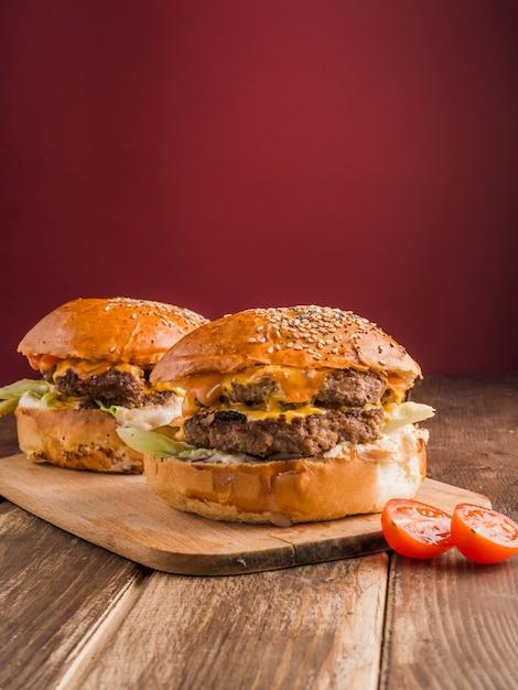 Zwei amerikanische hamburger Kostenlose Fotos
