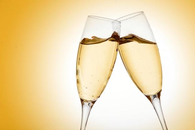 Zwei elegante champagnergläser Premium Fotos