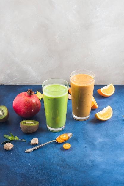 Zwei gesunde und leckere smoothies Kostenlose Fotos