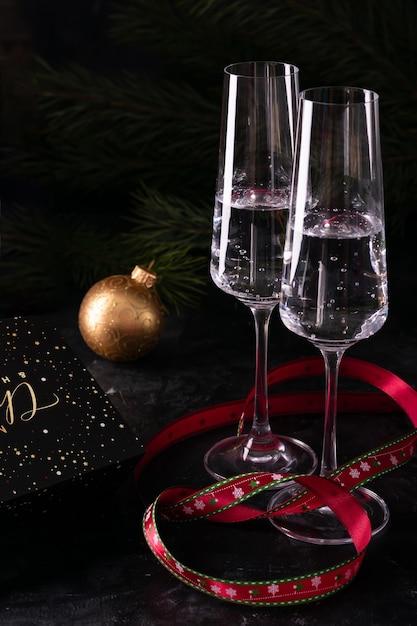 Zwei gläser champagner am silvesterabend Premium Fotos