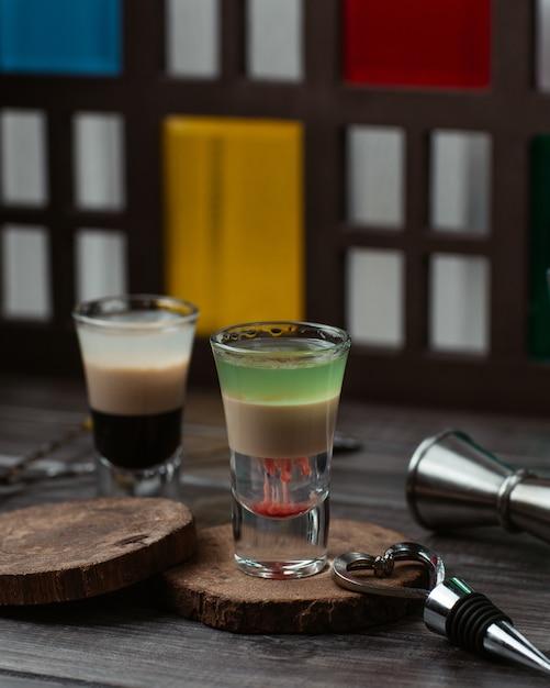 Zwei gläser milchige cocktails des mischkaramells Kostenlose Fotos