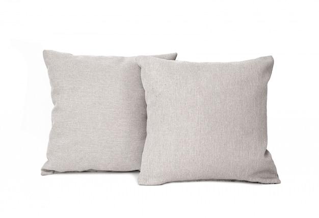 Zwei graue quadratische kissen getrennt auf weiß. Premium Fotos