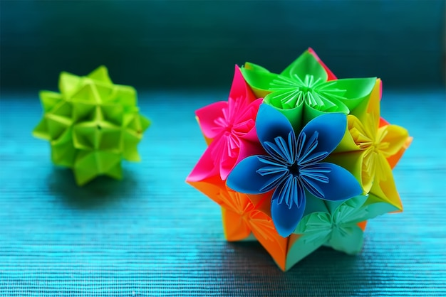 Zwei kusudama origami auf blauem hintergrund Premium Fotos
