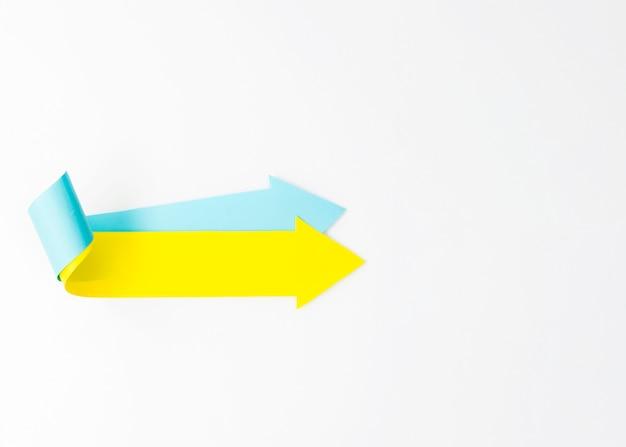 Zwei nach rechts zeigende pfeile mit kopierraum Kostenlose Fotos