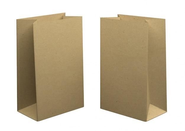 Zwei taschen aufbereitetes kraftpapier, lokalisiert auf weißem hintergrund Premium Fotos