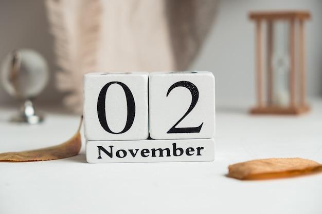 Zweiter tag des herbstmonatskalenders november Premium Fotos