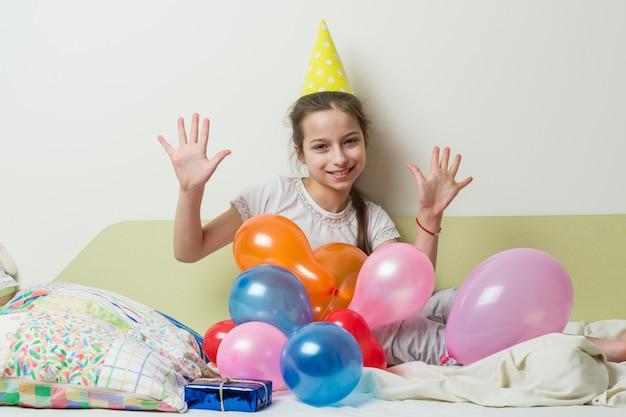 10代の少女の誕生日は10歳です Premium写真