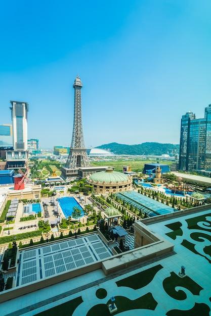 Китай, макао - 10 сентября 2018 г. - прекрасная достопримечательность эйфелевой башни парижского отеля и г Premium Фотографии