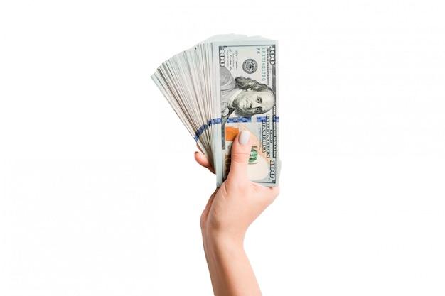 100ドル札のファンを持っている孤立した女性の手の上から見る。豊かさと豊かなコンセプト Premium写真