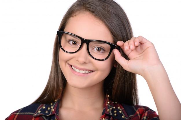 メガネで10代の少女の肖像画 Premium写真