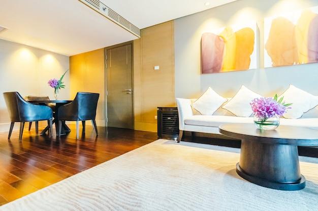 Бангкок, таиланд - 12-ое августа 2016: красивое роскошное украшение интерьера живущей комнаты в гостинице Бесплатные Фотографии