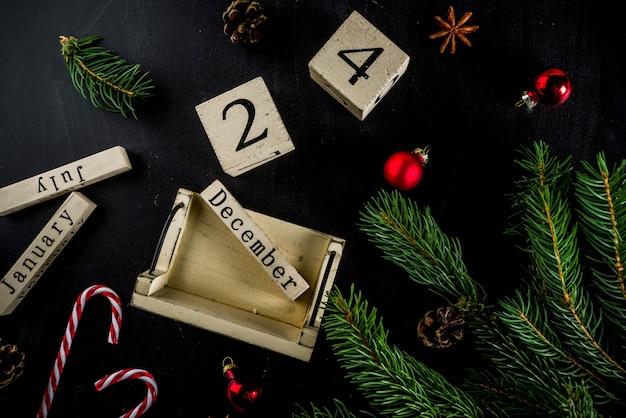 クリスマスコンセプトデコレーション、モミの木の枝、カレンダー12月24日 Premium写真