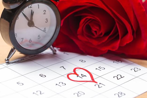 Календарь с красным знаком 14 февраля Premium Фотографии