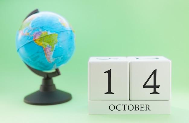 Календарь из дерева с 14 дня месяца октябрь Premium Фотографии