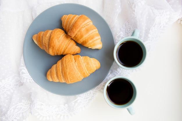 クロワッサンとコーヒー1杯 Premium写真