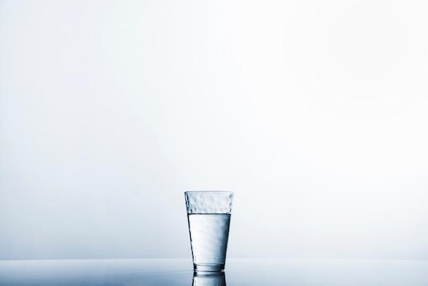 コップ1杯の水 無料写真